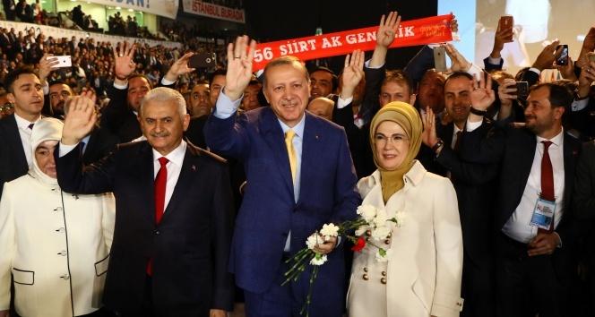 Cumhurbaşkanı Erdoğan AK Parti'ye dönüyor