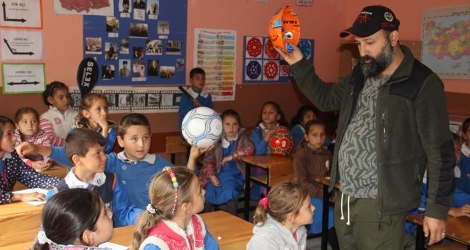 İnternet fenomeninden köy okuluna yardım