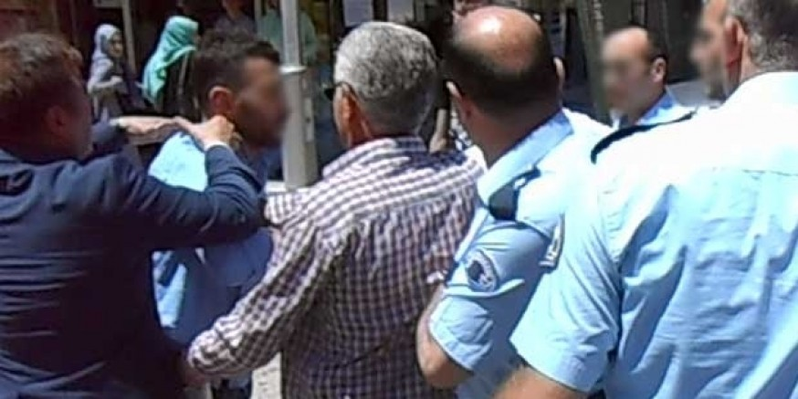 Gümüşhane Belediye Başkanı Özel Harekat Polisine Saldırdı