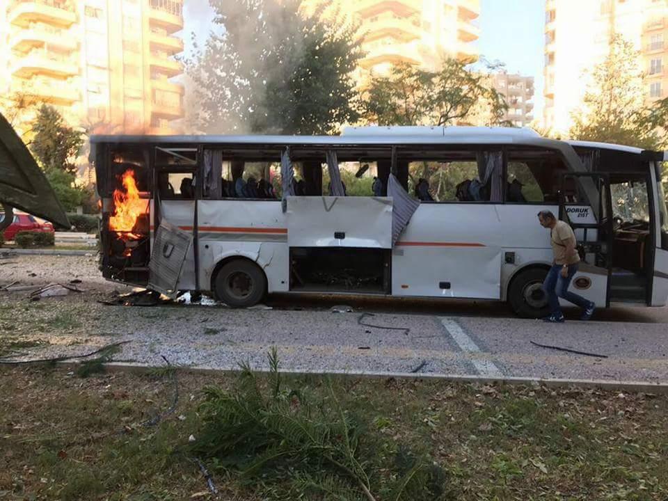 Mersin'de polis aracına saldırı yapildi
