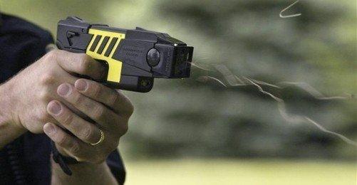 Alman Polisi Bir Türk Vatandaşını Elektro Şok Silahı ile Öldürdü